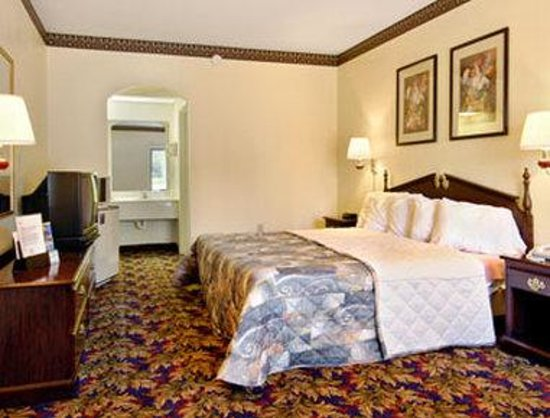 Days Inn Jackson: Standard King Bed Room