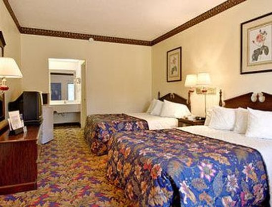 Days Inn Jackson: Standard Two Double Bed Room