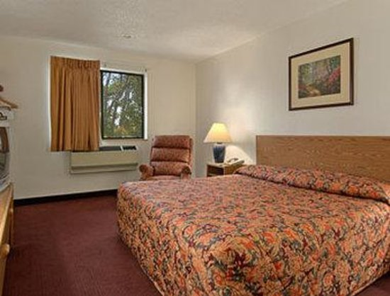 Clearfield, UT: Standard One King Bed Room