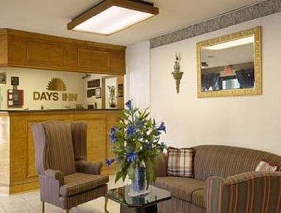 Covington Days Inn: Lobby