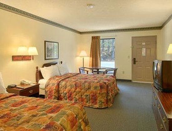 Covington Days Inn: Standard Two Double Bed Room