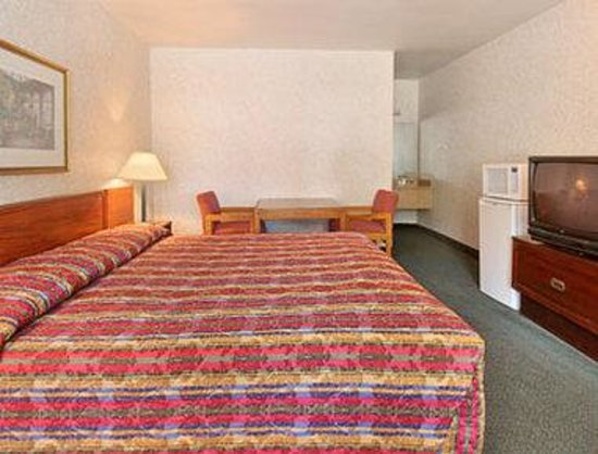 Days Inn Elizabeth City: Standard King Bed Room