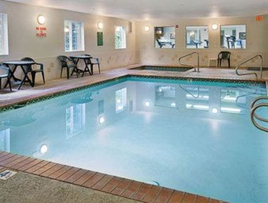 Days Inn Port Orchard: Pool