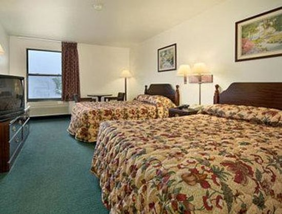 North Chicago, IL: Standard Two Queen Bed Room