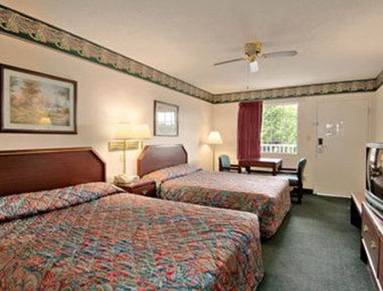 Trenton Days Inn: Standard Two Double Bed Room