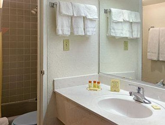 Days Inn Gainesville : Bathroom