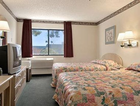 Days Inn Woodland: Standard Two Double Bed Room