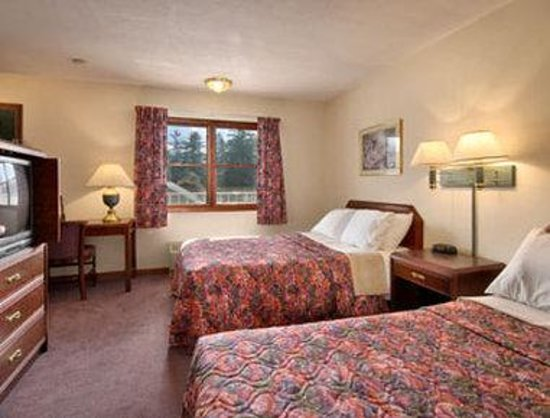 Days Inn Great Barrington: Standard Two Double Bed Room