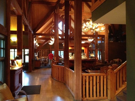 Buffalo Mountain Lodge: Looking into dining room from Lobby/Bar area