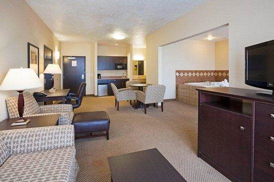 Brandon, SD: King Jacuzzi Suite