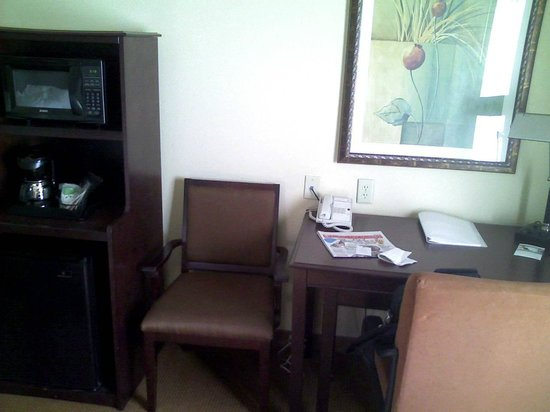 Hampton Inn &amp; Suites Rogers: Desk
