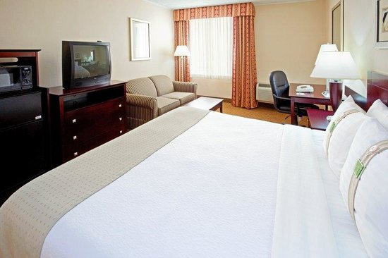 Holiday Inn Carteret - Rahway: King Bed Guest Room