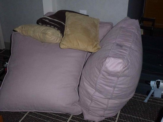 Colonnade Hotel: huge cushions