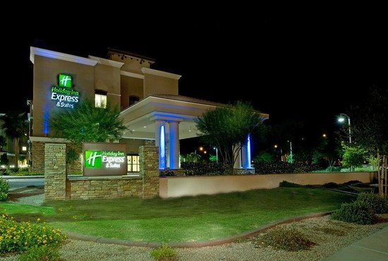 Holiday Inn Express Hotel & Suites Phoenix-Glendale: Holiday Inn Express Glendale AZ Hotel Exterior