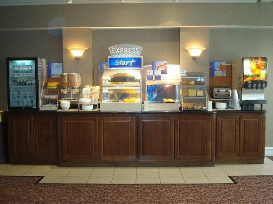 Holiday Inn Express Eagle Pass: Breakfast Bar