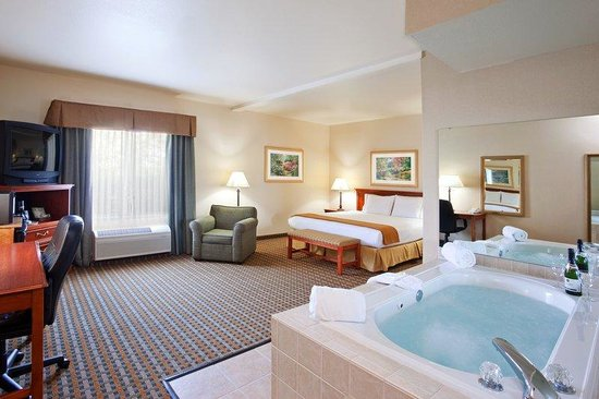 Holiday Inn Express & Suites Columbus Southeast: Jacuzzi Suite