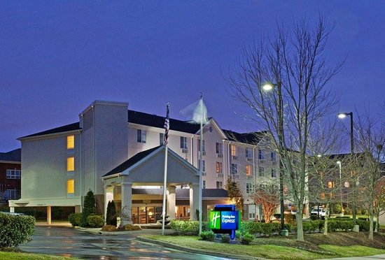 Holiday Inn Express Chapel Hill: Hotel Exterior