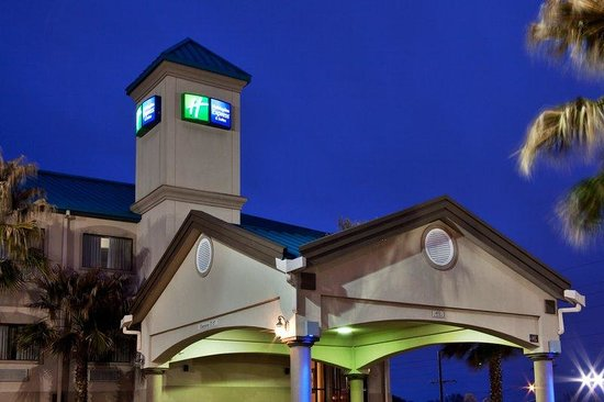 Holiday Inn Express Hotel &amp; Suites Lake Charles: Recently Rennovated