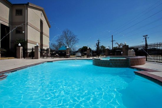 Holiday Inn Express Hotel &amp; Suites Lake Charles: Swimming Pool