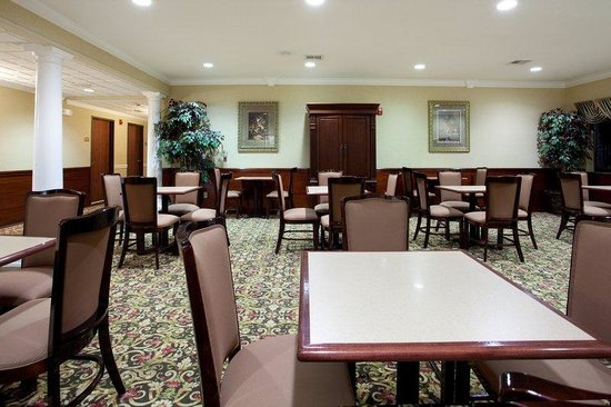 Holiday Inn Express Hotel &amp; Suites Lake Charles: Complimentary Hot Continental Break Fast