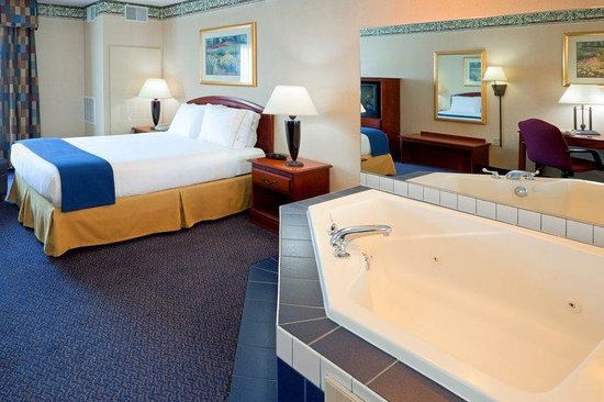 Holiday Inn Express Reading: Jacuzzi Suite