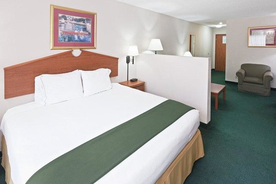 Vinita, OK: King  Bed SUite Guest Room