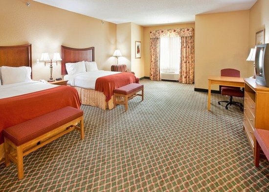 Fremont, NE: All Pool Suites Are Extra Large Rooms!