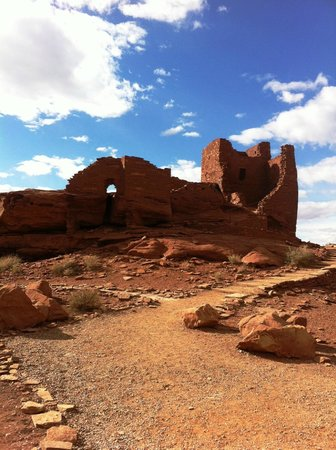 BEST WESTERN Pony Soldier Inn & Suites: Indian Pueblo overlooking painted desert just north of hotel