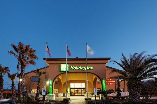 Holiday Inn Lackland: Hotel Exterior
