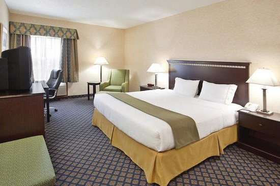 Sunbury, OH: One King Bed Standard Guest Room
