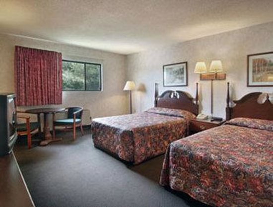 Howard Johnson Warrenton: Standard Double Room