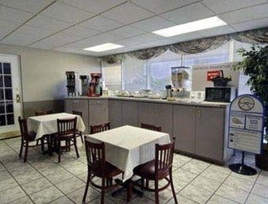 Howard Johnson Inn - Winter Haven: Breakfast Area