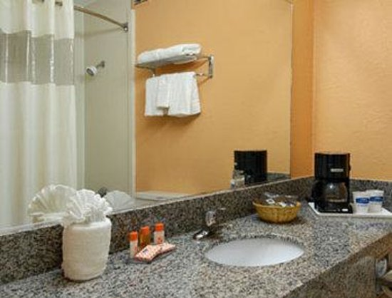 Howard Johnson Inn Beaufort / Parris Island: Bathroom