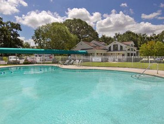 Howard Johnson Inn Beaufort / Parris Island: Pool