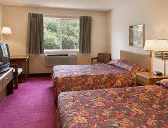 Howard Johnson Express Inn - Cedaredge: Standard Two Double Bed Room