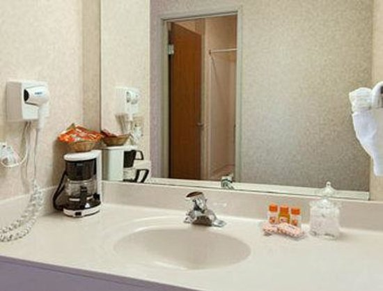 Howard Johnson Express Inn - Cedaredge: Bathroom