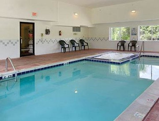 Howard Johnson Express Inn - Cedaredge: Pool