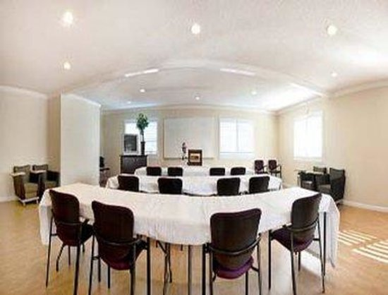 Howard Johnson Express Inn - San Mateo: Meeting Room