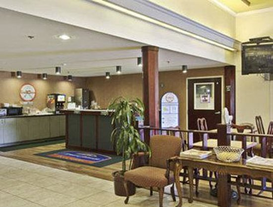 Howard Johnson Inn &amp; Suites Rocklin: Breakfast Setup