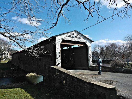 AmishView Inn & Suites: Herrs Mill Covered Bridge