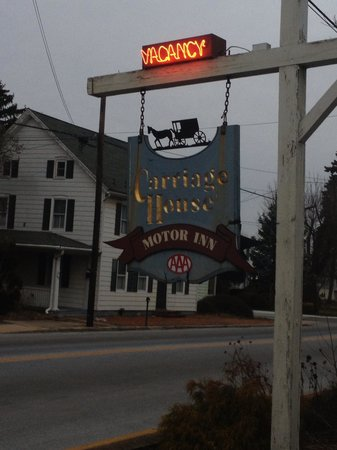 Carriage House Inn: Sign