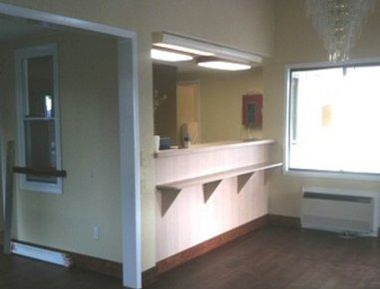 Knights Inn - Bridgeport: Front Desk