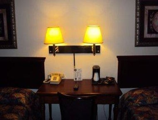 Knights Inn Benton Harbor: Guest Room
