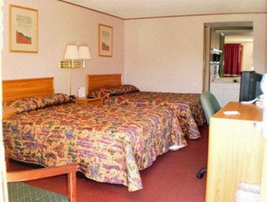Knights Inn Toledo West: Two Beds Guest Room