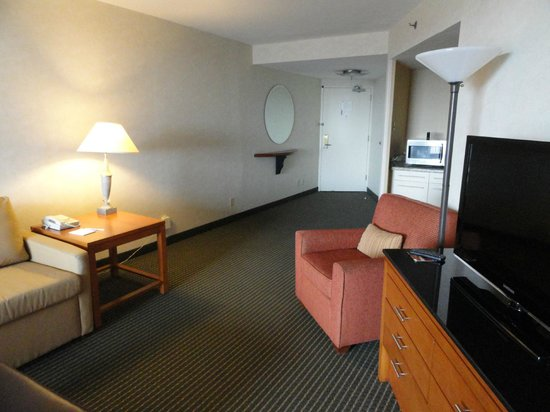 Embassy Suites Philadelphia - Center City : Room is spacious