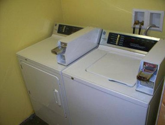 Knights Inn Saginaw: Guest Laundry