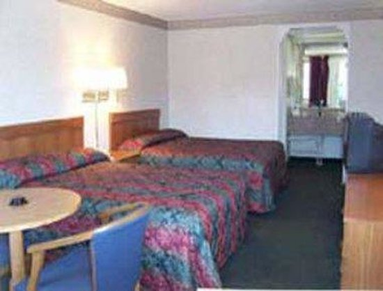 Knights Inn Charlotte/Monroe: Guest Room Two Double Beds