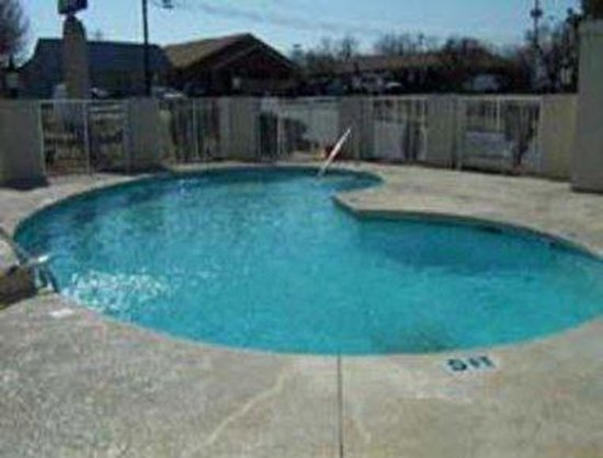 Knights Inn Charlotte/Monroe: Pool