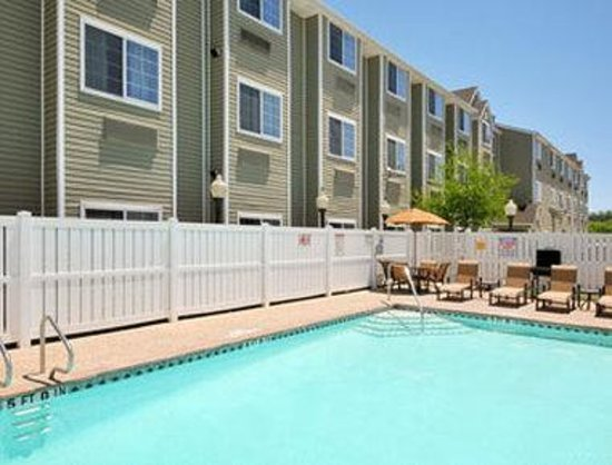 Microtel Inn & Suites by Wyndham San Antonio Airport North: Pool