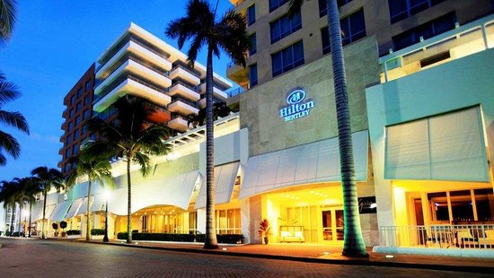 Hilton Bentley Miami/South Beach: Front Entrance Facade